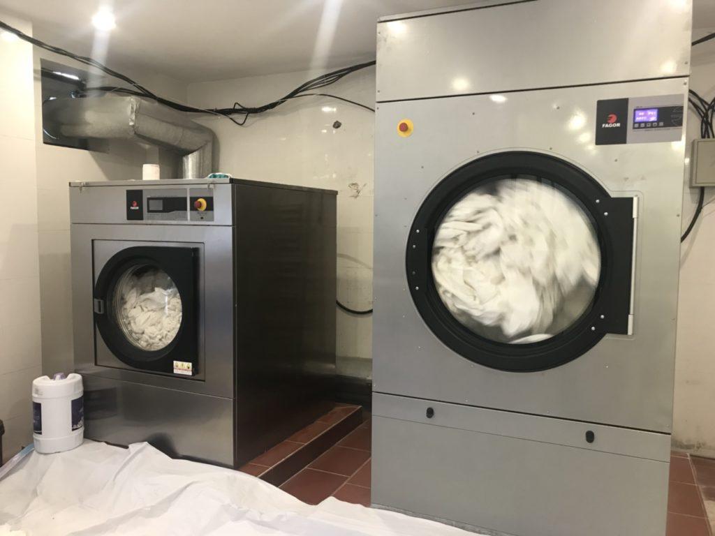 thiết bị giặt là khách sạn